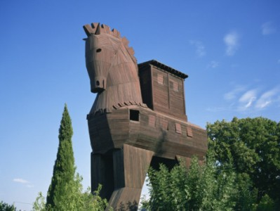 wilson-ken-exterior-of-the-replica-trojan-horse-troy-anatolia-turkey-minor